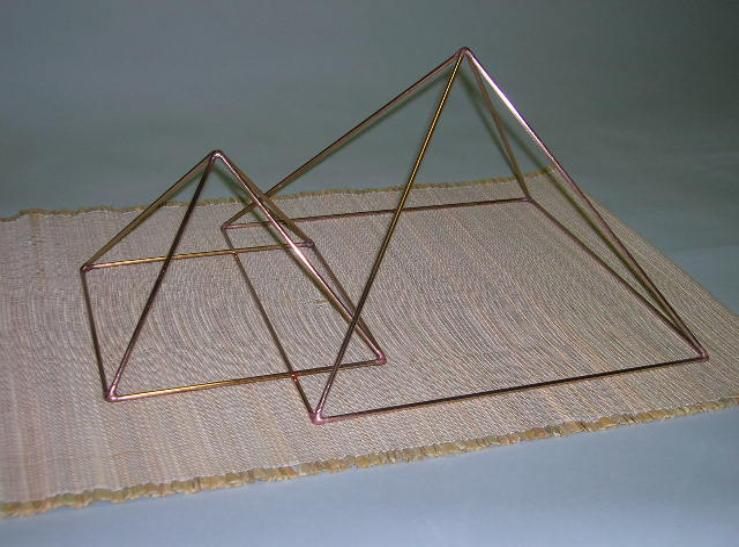 Hand made copper pyramid, egyptian pyramid, magic, riki pyramid, yoga pyramid, Pyramid energy, magic, Pyramid structure, crystal pyramid.